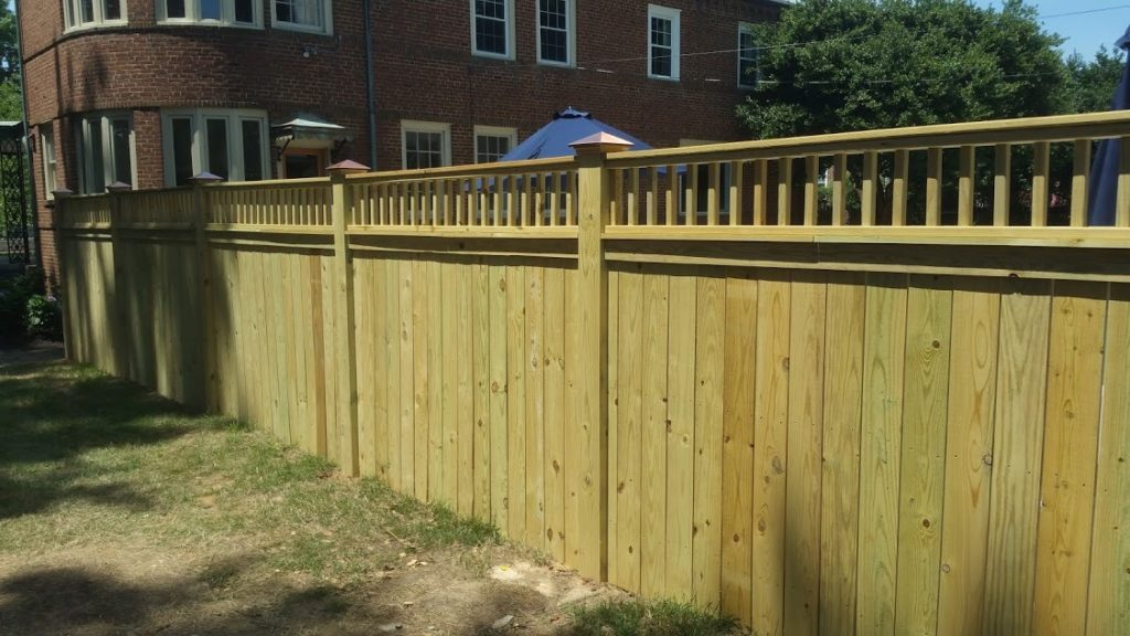 picket top wood privacy fencing