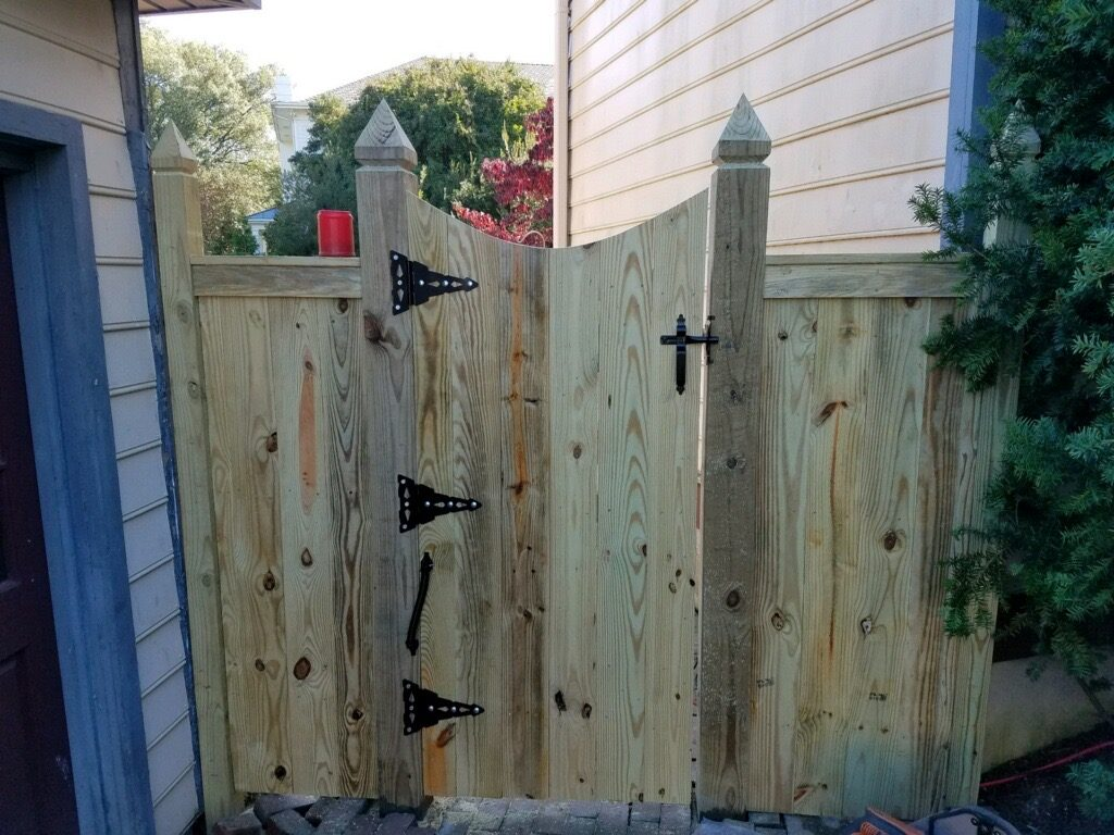 privacy gate wood